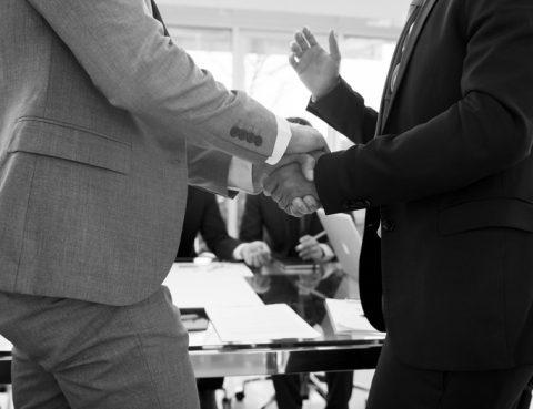 Händeschütteln, Körpersprache