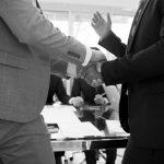 Mit Körpersprache überzeugen: Drei Tipps vom Profi