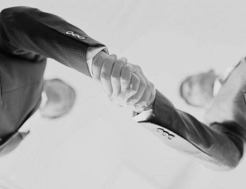 Händeschütteln, Mandanten