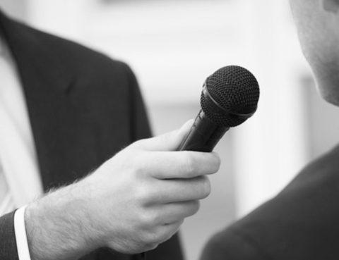 Interviewsituation - bildlich für Bedeutung Pressearbeit im Kanzleimarketing